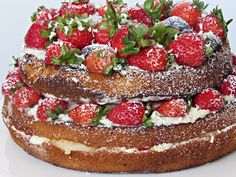 Naked Cake - Aprenda a fazer 3 receitas irresistíveis Bolo Neked Cake, Mini Cheesecake, Naked Cake, Cupcakes, Tiramisu, Wedding Cakes, Ethnic Recipes, Desserts, Food