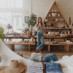Vintage Hannah Henderson inside her bohemian inspired Venice Beach tastemaker General Store. - These maternal all-stars celebrate the beauty of life in stunning ways. Retail Interior, Best Interior, Interior Design, Interior Shop, Boutique Interior, Boho Boutique, Le Shop, Retail Store Design, Retail Stores