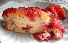Quick Strawberry Upside Down Cake 2 cups crushed fresh strawberries 1 (6 ounce) package strawberry flavored Jell-O® mix 3 cups miniature marshmallows 1 (18 ounce) package yellow cake mix, batter prepared as directed on package Preheat an oven to 350 degrees F (175 degrees C). Spread crushed strawberries on the bottom of a greased …