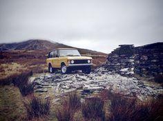 Der Range Rover kam 1970 auf den Markt. Damals fuhr nicht die halbe Stadt in Geländewagen durch die Gegend, sondern fast ausschließlich Landwirte, Grundbesitzer oder Jäger.