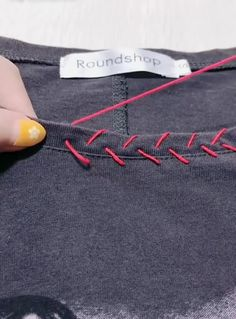 Best great sewing tips and tricks 😍 12 Great Sewing Tips and Tricks ! Sewing Basics, Sewing Tips, Sewing Hacks, Sewing Tutorials, Sewing Crafts, Diy Clothes And Shoes, Sewing Clothes, Sewing Stitches, Sewing Patterns
