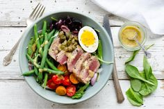 Salad niçoise with seared tuna