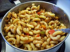 Goulash is a tasty mixture of macaroni, veggie burger (or ground beef) and vegetables in a tomato sauce. Veggie Recipes, Pasta Recipes, Beef Recipes, Dinner Recipes, Cooking Recipes, Healthy Recipes, Veggie Food, Healthy Meals, Dinner Ifeas