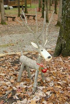 18 Magical Christmas Yard Decorations Don't have a fortune to spend on yard decorations? These DIY Christmas yard decorations are easy and cheap, so there's no reason to hold back. Magical Christmas, Homemade Christmas, Rustic Christmas, Christmas Fun, Christmas Ornaments, Christmas Tree Farm, Reindeer Christmas, Holiday Fun, Christmas Projects