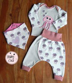 Outfit+Baby+mit+Quallen+in+rosa+und+grau.JPG (1398×1600)