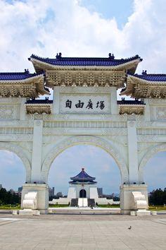 Former Chiang Kai-Shek Memorial Hall (自由廣場)