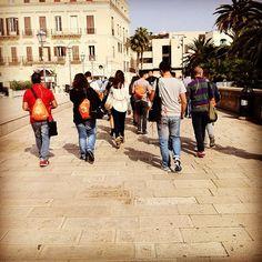 .@Viaggiareinpuglia Official | #instawalk #instameetitalia3 procede in città vecchia sempre a #Bari #igersba...