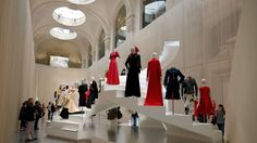fashion forward retrospective-sur-l-evolution-de-la-silhouette-en-trois-siecles-de-mode-au-musee-des-arts-decoratifs-a-paris-le-6-avril-2016_5577181.jpg 1520×855 pixels