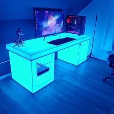 Check out the desk 👀 Rate 1-100!!🔥 Comment down below⬇️ Via 📸 barchefs Check out gamingapt300.com for accessories, decor, and posters for your gaming room!  #gaming #videogames #ps4 #games #gamergirl #pcgaming #gamerguy #xbox #game #gamers #pcgamer #onlinegaming #xboxone #playstation #nintendo #geek #twitch #instagamer #gaminglife #gamerlife #nerd #gamestagram #msi #pc #videogameaddict #420 #msigaming #girlgamer #fps #gamingmotherboard Gaming Desk Large, Pc Gaming Setup, Gamer Setup, Gaming Pcs, Computer Setup, Pc Setup, Home Studio Setup, Wire Management, Lighting Setups
