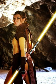 Have you ever even considered what color lightsaber you would use if you were a Jedi or Sith? Better figure it out now so you're ready when lightsaber. Cosplay Costume, Cosplay Anime, Best Cosplay, Cosplay Girls, Cosplay Style, Jedi Costume, Awesome Cosplay, Star Trek, Rpg Star Wars