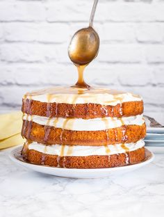 This Mango Cake With A Coconut Caramel Drizzle is DIVINE. It's a gorgeous rich tropical Coconut Mango Cake bursting with juicy mango and a velvety coconut caramel sauce. Best of all, it's not as hard as you might think to make. Layer Cake Recipes, Sponge Cake Recipes, Easy Cake Recipes, Dessert Recipes, Layer Cakes, Muffin Recipes, Passion Fruit Cake, Passion Fruit Syrup, Mango Recipes