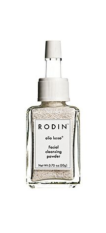 Powder cleansers that make traveling SUPER simple. // Facial Cleansing Powder by Rodin