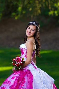 Cute Quinceañera Side Pose! ‹ Quinceañera photography by Roy Hernandez  http://royphotographer.com/quince/?gallery=quinceanera-2#