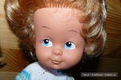 Если в жизни встретить своего двойника, то непременно нарвешься на неприятности. А если куклы встречают своих двойников из других стран?