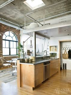 Industrial roof, split level, light-coloured wood, arch window, exposed brick. Perfect