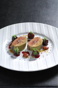 Joel Robuchon´s slow-cooked duck breast and foie gras garnished with seasonal fruit.