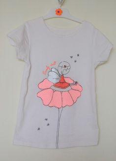 À vendre sur #vintedfrance ! http://www.vinted.fr/mode-enfants/t-shirts/35258368-tee-shirt-motif-fee-sur-une-fleur