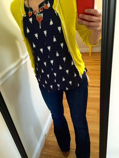 I like the color-pop of the cardi over it, too (even though a mu… Cute print top! I like the color-pop of the cardi over it, too (even though a mustard would be more my color) Fall Outfits, Casual Outfits, Cute Outfits, Fashion Outfits, Stitch Fix Outfits, Mode Style, Style Me, Look Office, Yellow Cardigan