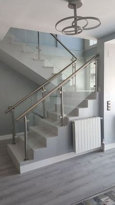 Modern Stairs Railing Ideas Stainless Steel 24 Ideas in 2020 Steel Railing Design, Staircase Railing Design, Modern Stair Railing, Home Stairs Design, Balcony Railing Design, Modern Stairs, Interior Stairs, Railing Ideas, Interior Livingroom