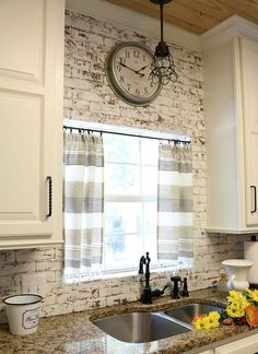 10 Min decor idea make these curtains in no time - no sew!! Farmhouse Kitchen curtains