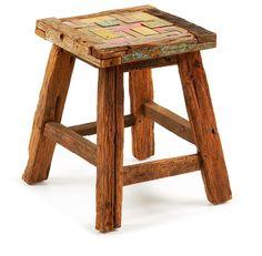 Taburete con patas de madera y asiento en mosaico de madera tropical