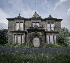 Wow, this abandoned house mansion is stunning!