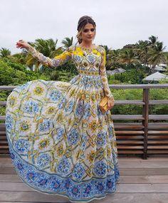 Agora sim TODA pronta!    O vestido é @dolcegabbana! Que tal?! #casamentozeras #thassiastyle #ootd by thassianaves