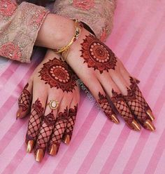 Mehndi design is one of the most authentic arts for girls. The ladies who want to decorate their hands with the best mehndi designs. Finger Henna Designs, Mehndi Designs 2018, Modern Mehndi Designs, Mehndi Design Pictures, Mehndi Designs For Girls, Wedding Mehndi Designs, Mehndi Designs For Fingers, Henna Tattoo Designs, Mehandi Designs