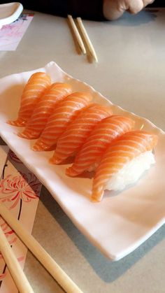 Sushi me rollin. Think Food, I Love Food, Good Food, Yummy Food, Food Porn, Eat This, Sushi Recipes, Food Platters, Food Goals