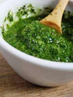 Pesto genovez - un sos cu multa vraja si parfum Pesto, Salmon Roe, Romanian Food, Romanian Recipes, I Want To Eat, Dessert Drinks, Smoked Salmon, Palak Paneer, Guacamole