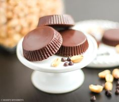 Healthy Homemade Reese's Peanut Butter Cups recipe - Healthy Dessert Recipes at Desserts with Benefits Homemade Peanut Butter Cups, Reeses Peanut Butter, Peanut Flour, Sugar Free Desserts, Healthy Dessert Recipes, Healthy Deserts, Diabetic Desserts, Diabetic Recipes, Fat Free Recipes