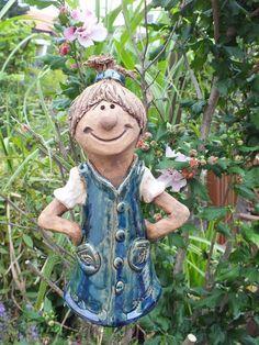 http://de.dawanda.com/product/33869877-FunnyZenzi-Zaunhocker-Gartenkeramik-Skulptur                                                                                                                                                                                 Mehr