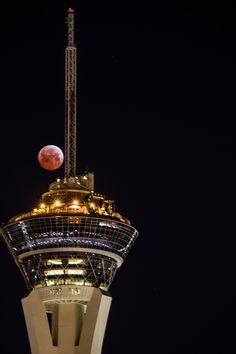 The total lunar eclipse of April 4, 2015 dominates this stunning photo by veteran astrophotographer Tyler Leavitt in Las Vegas, Nevada. Leavitt captured the eclipse with the Stratosphere hotel and casino. Read the Full Story.