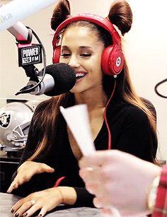 Ariana Grande gif. She's so precious