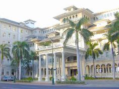The Moana Hotel in Waikiki opened its doors in 1901 and remains one of the most truly exquisite examples of contemporary Hawaiian architectural design in the islands to this day.