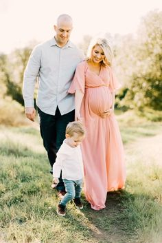 Maternity Photography – Preparation, Poses And Locations Family/maternity session Sacramento, CA Juliana Aragon Photography Family session outfits. Maternity Photo Outfits, Fall Maternity Photos, Spring Maternity, Maternity Poses, Maternity Portraits, Maternity Photographer, Maternity Pictures, Pregnancy Photos, Baby Photos