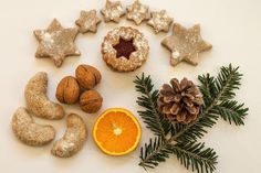 Baking Christmas cookies is a customary activity of the season around the world, and Germany's Weihnachtsplätzchen might just lie at the origin. Fig Cookies, No Bake Cookies, Baking Cookies, German Christmas Food, Christmas Foods, Christmas Traditions, Christmas Eve, Marzipan, Wilton Cake Decorating