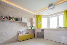 Egy fiatal pár 42m2-es lakása, tágas világos berendezéssel, nem szokványos térszervezéssel
