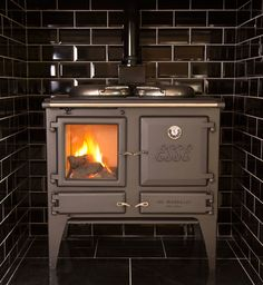The Esse Gas Ironheart combines the best of both worlds. A stove and range cooker, traditional look and modern technology, gas powered and ESSE manufacturing. Stoves Range Cooker, Stoves Cookers, Wood Stove Hearth, Hearth Tiles, Boiler Stoves, Cooking Stove, Herd, Gas Stove, Gas Fireplace