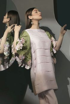 Simple Pakistani Dresses, Pakistani Bridal Dresses, Pakistani Dress Design, Dress Indian Style, Indian Fashion Dresses, Indian Designer Outfits, Stylish Dresses For Girls, Stylish Dress Designs, Casual Dresses