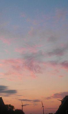 Toller Himmel am Abend! Die Sonne lässt die Wolken toll leuchten!