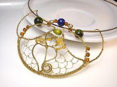 Prívesok s korálkou lapis lazuli, medený, lapis lazuli, tepaný prívesok, drôtený šperk, medený šperk