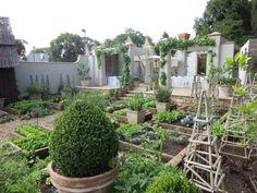 Edible Landscaping: Kitchen Garden | jardin potager | bauerngarten | köksträdgård (Beechwood Gardens, Johannesburg, South Africa)