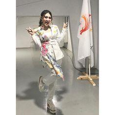 foto via vallen Asian Games, Kimono Top, Tops, Wallpaper, Women, Poster, Fashion, Moda, Fashion Styles