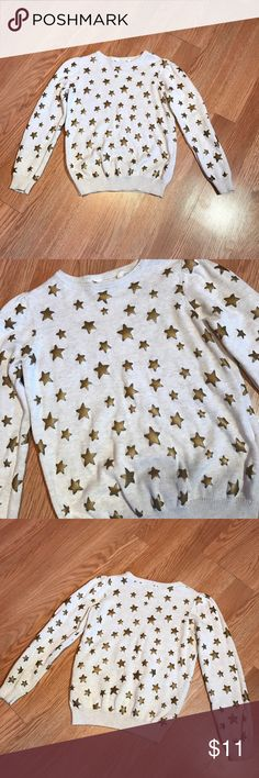H&M Girl's Gold Star Top Nwot. A cream color with gold starts all over. Size 6/8 Y H&M Shirts & Tops