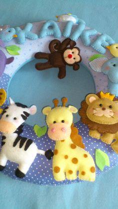 Guirlanda com animais da floresta,toda em feltro e tecido.Ideal para decorar porta de maternidade e o quarto do bebê.Enchimento siliconado e anti alérgico.  Pode ser confeccionado em outras cores.