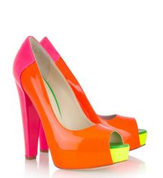 neon heels... I wish I could pull those off!