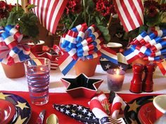 A pictorial collection of tablescapes in celebration of everyday elegance Plastic Table Covers, Plastic Tables, Ted White, Red And White, 4th Of July Decorations, Table Decorations, British Party, Checkered Tablecloth, Independence Day