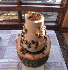 More of an autumnal cake, but I love the wooden cake stand and the natural looking decorations.
