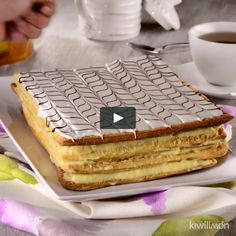 "This is ""Mil Hojas relleno con crema pastelera."" by Conexión Cubanos on Vimeo, the home for high quality videos and the people who love them. Puff Pastry Desserts, Pastry Cake, Mil Hojas Cake Recipe, British Bake Off Recipes, Napoleon Cake, Amazing Chocolate Cake Recipe, Dessert Cake Recipes, French Desserts, French Pastries"